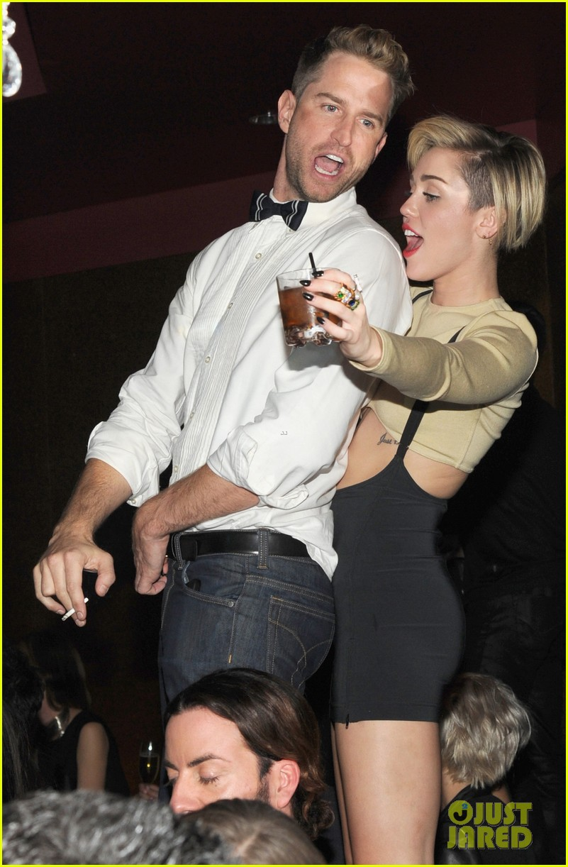 miley cyrus kellan lutz party together in vegas photos 023018892