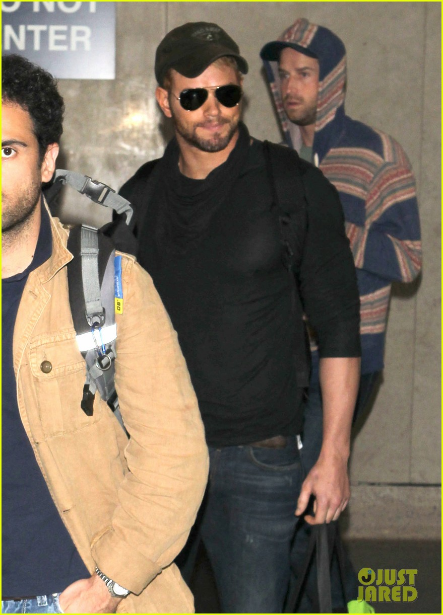 kellan lutz flies solo after plane ride with miley cyrus 023014819