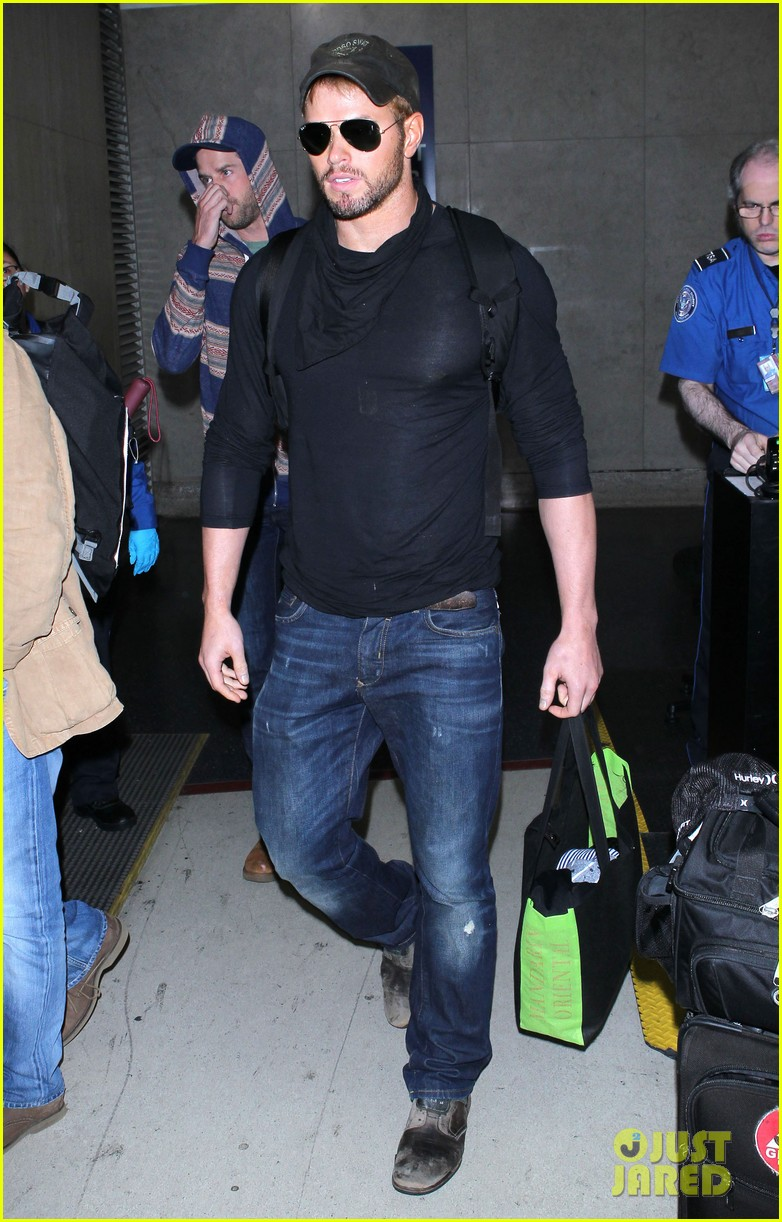 kellan lutz flies solo after plane ride with miley cyrus 033014820