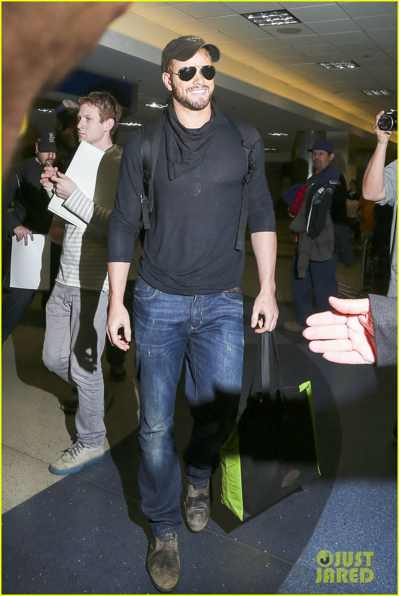 kellan lutz flies solo after plane ride with miley cyrus 053014822