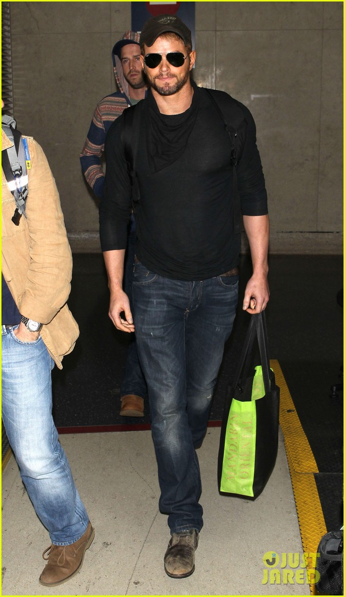 kellan lutz flies solo after plane ride with miley cyrus 083014825