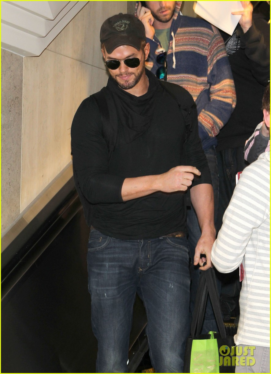kellan lutz flies solo after plane ride with miley cyrus 123014829