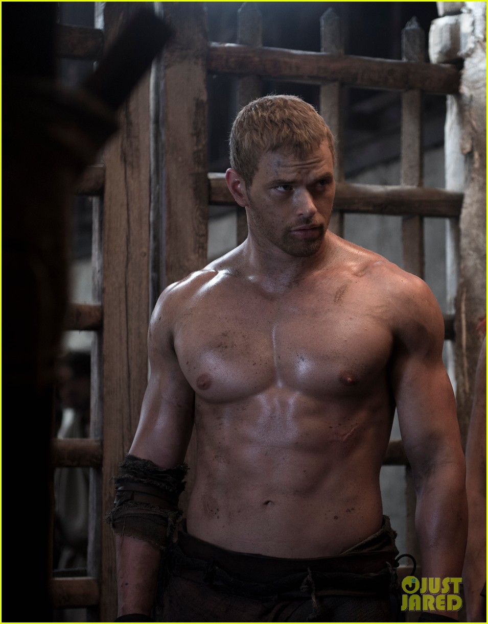 kellan lutz is shirtless sexy for new legends of hercules trailer 01