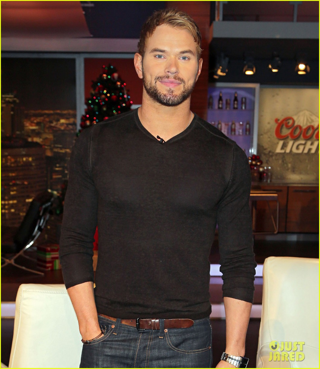 kellan lutz promotes legend of hercules on telemundo 04