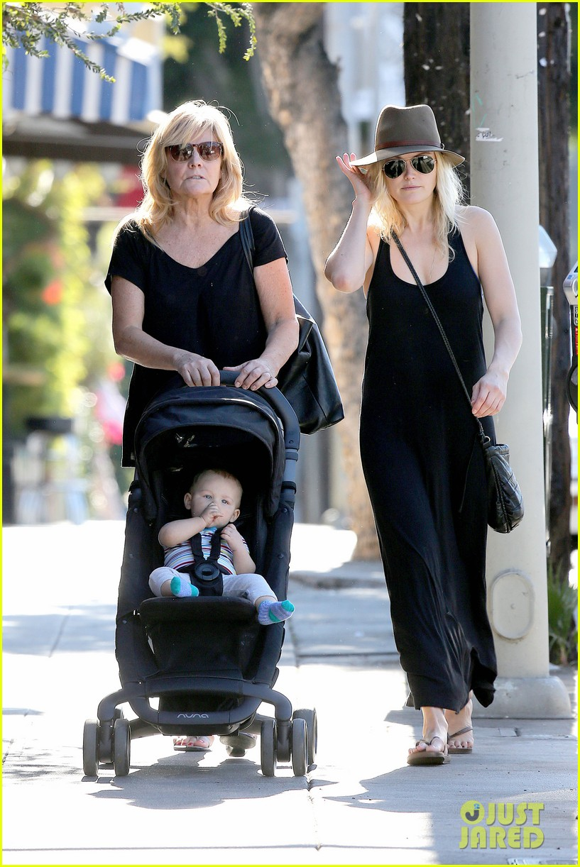 malin akerman spends quality time with mom sebastian 013017961