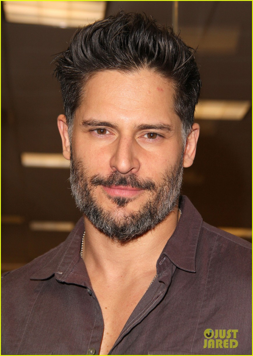 joe manganiello evolution barnes noble book signing 063014077