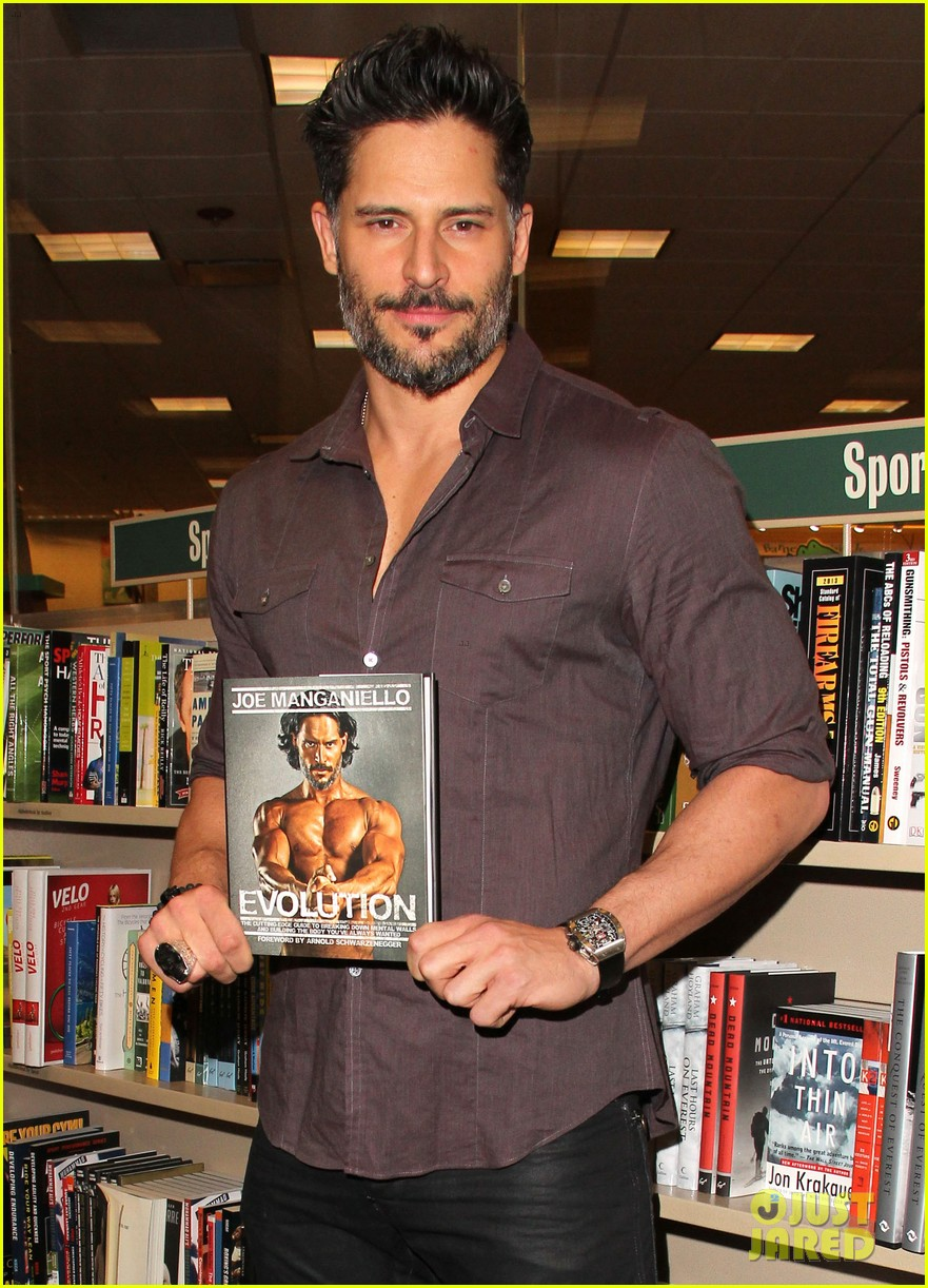joe manganiello evolution barnes noble book signing 113014082