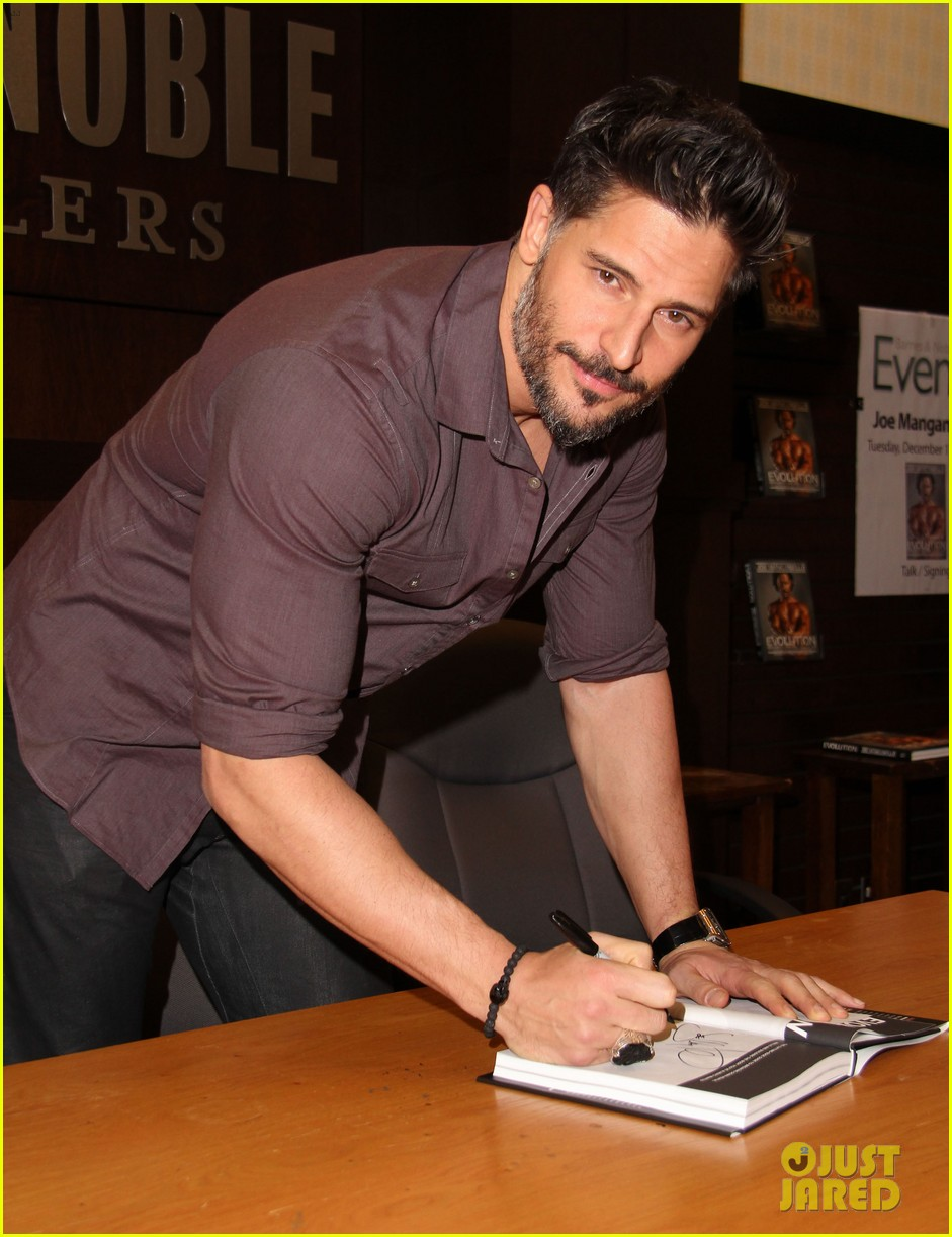 joe manganiello evolution barnes noble book signing 123014083
