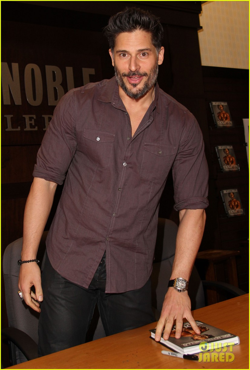 joe manganiello evolution barnes noble book signing 133014084