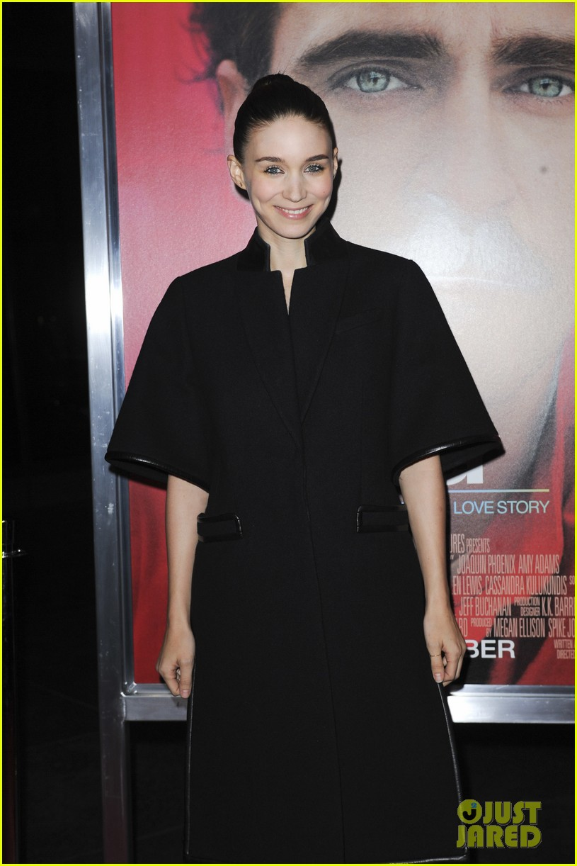 rooney mara her premiere with sister kate mara 043011097