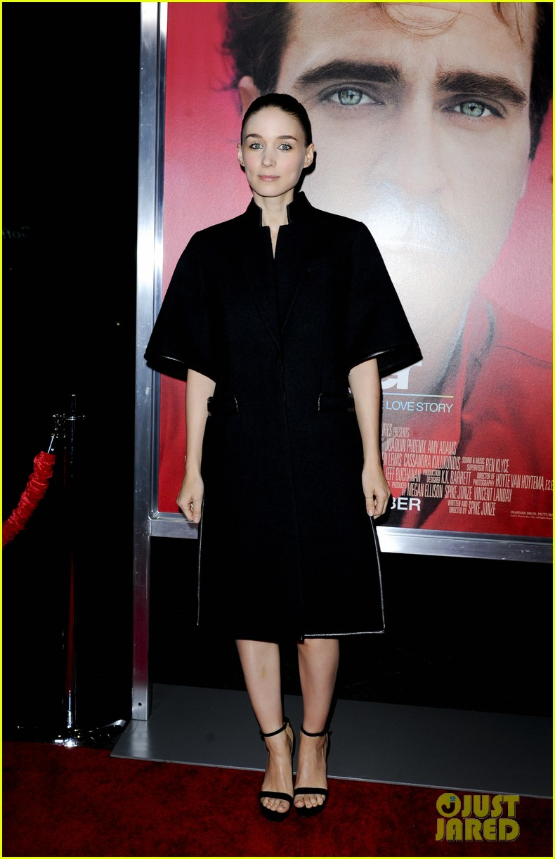 rooney mara her premiere with sister kate mara 223011115
