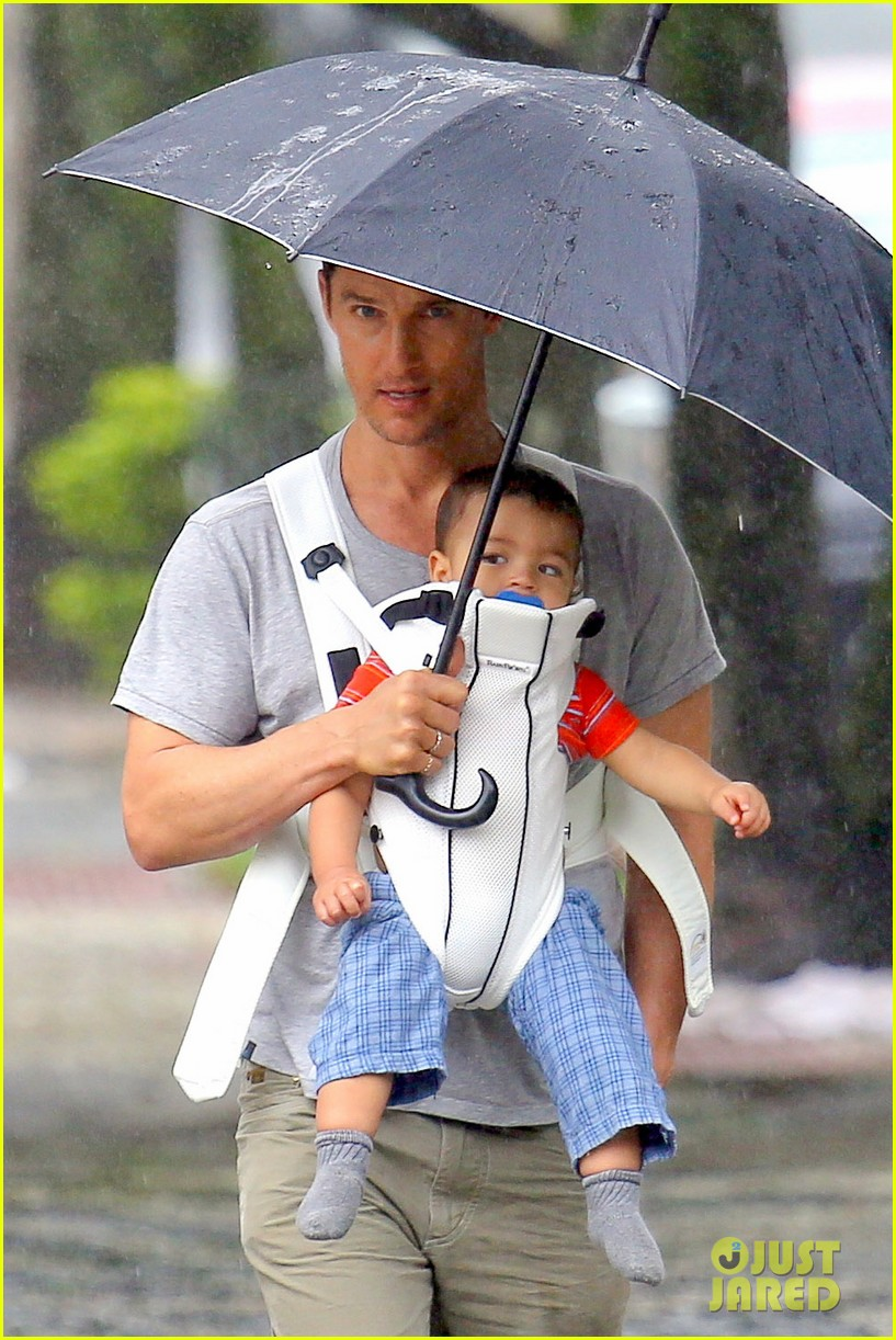 matthew mcconaughey rainy post christmas stroll with livingston 063017824