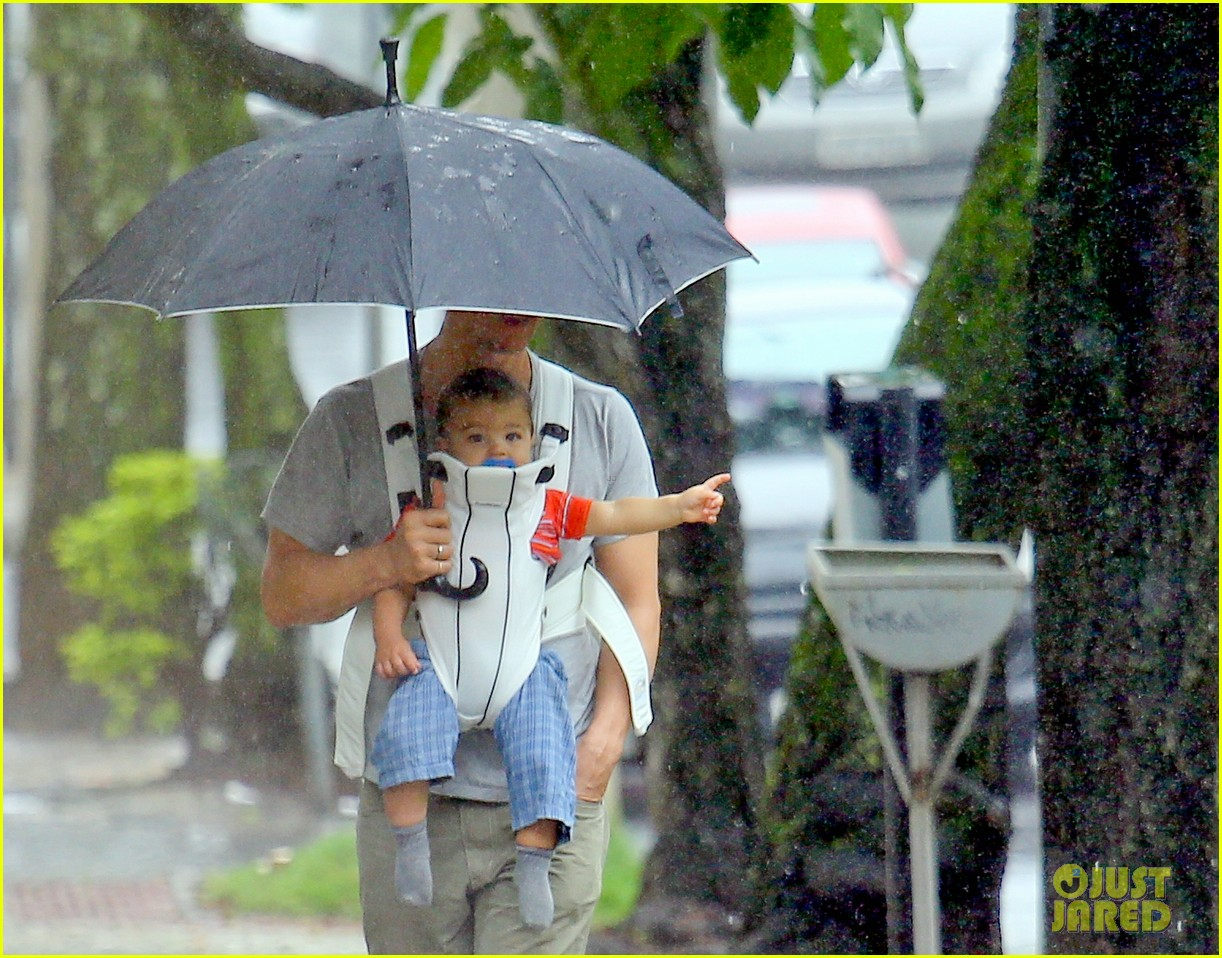 matthew mcconaughey rainy post christmas stroll with livingston 083017826