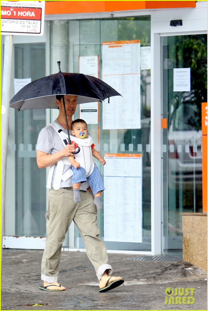 matthew mcconaughey rainy post christmas stroll with livingston 203017838