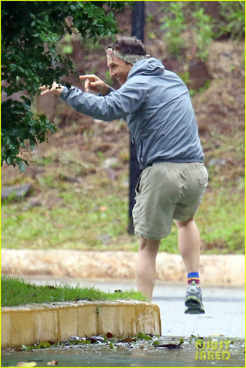 matthew mcconaughey braves the rain for a run in brazil 02