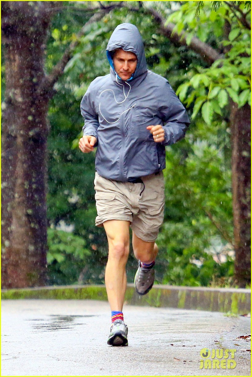 matthew mcconaughey braves the rain for a run in brazil 05