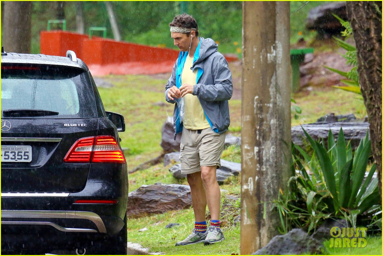matthew mcconaughey braves the rain for a run in brazil 21