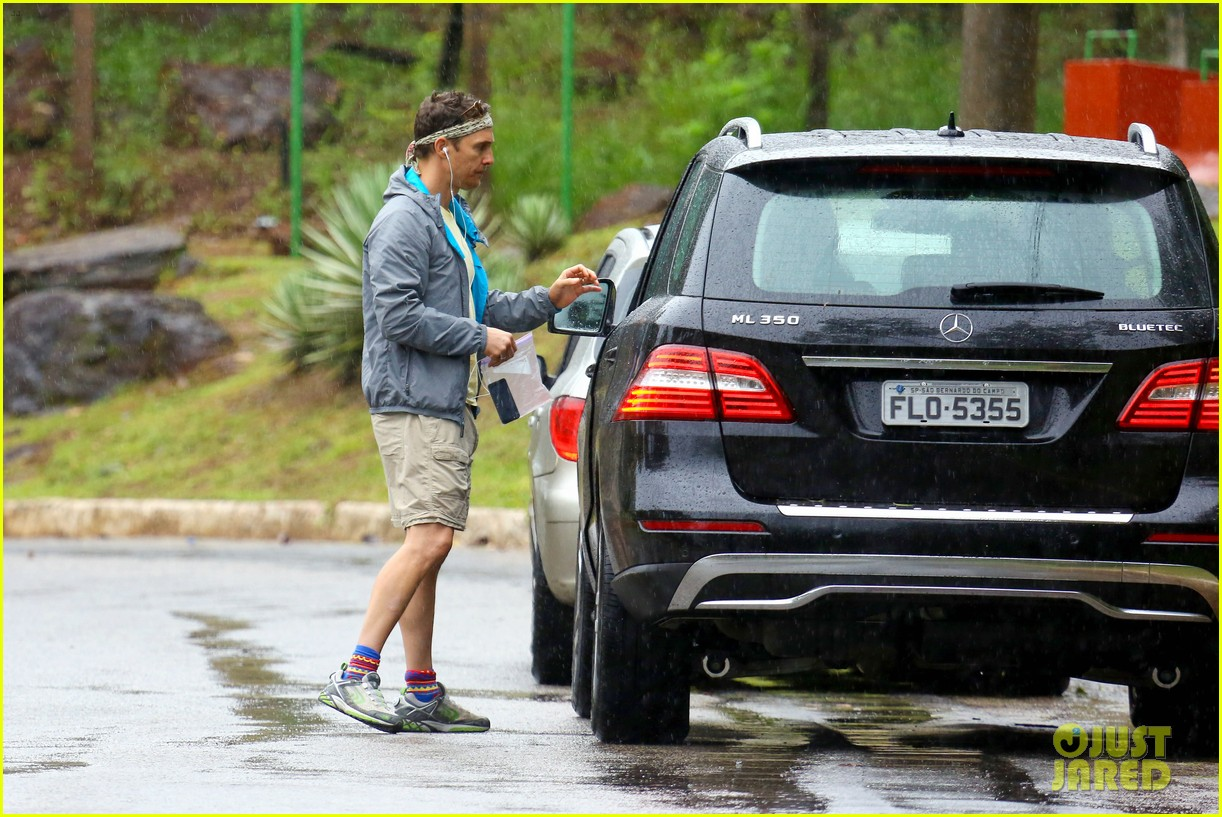 matthew mcconaughey braves the rain for a run in brazil 243018380