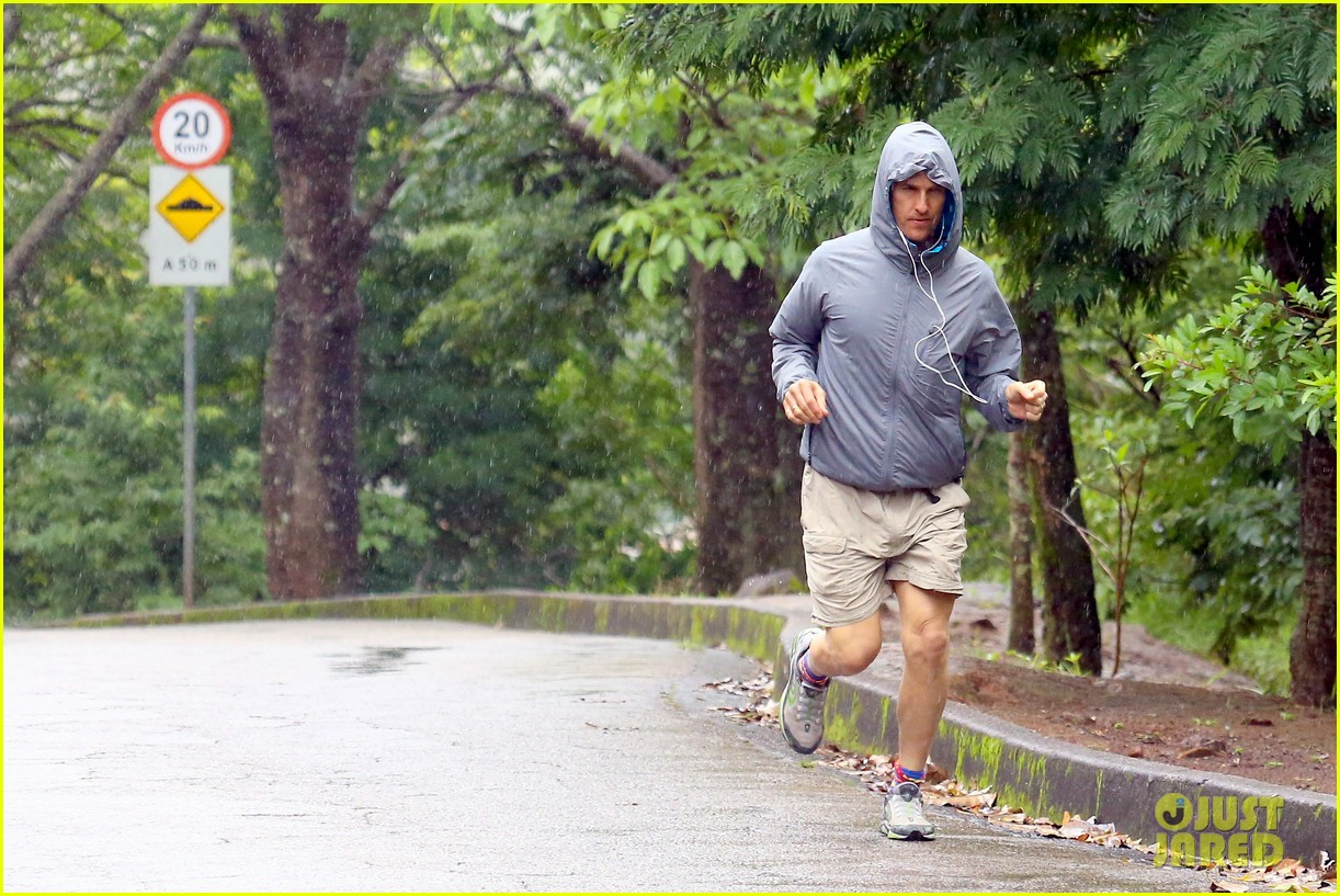 matthew mcconaughey braves the rain for a run in brazil 293018385