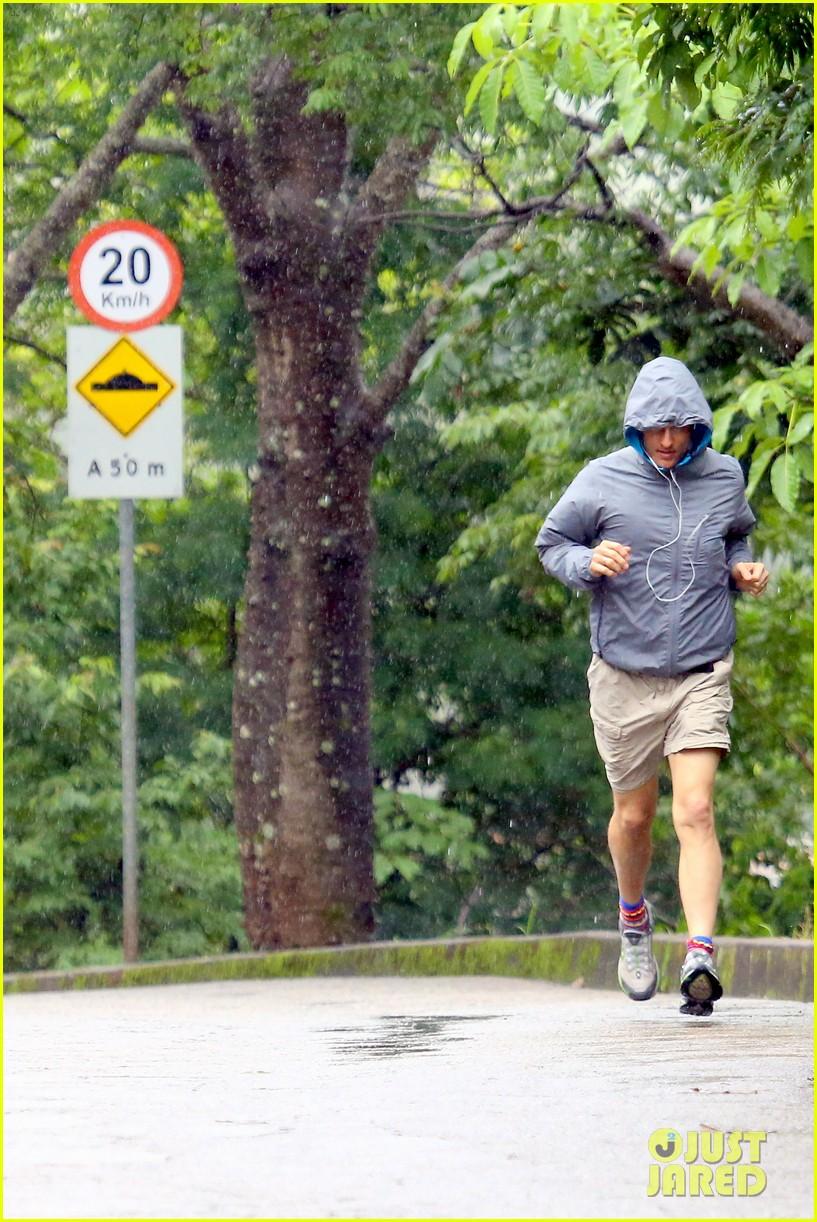 matthew mcconaughey braves the rain for a run in brazil 303018386