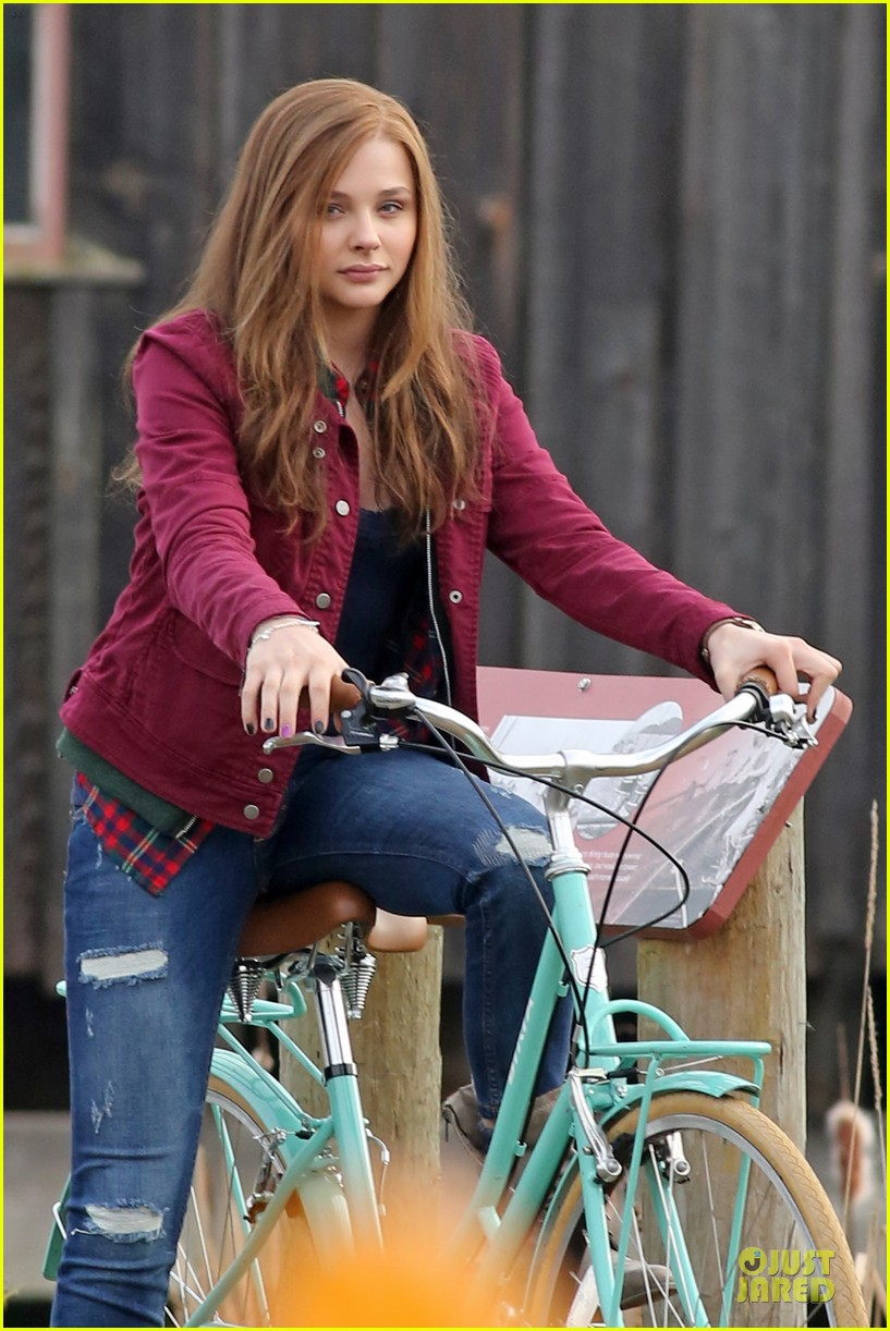 chloe moretz after thanksgiving bike rider for if i stay 023002755