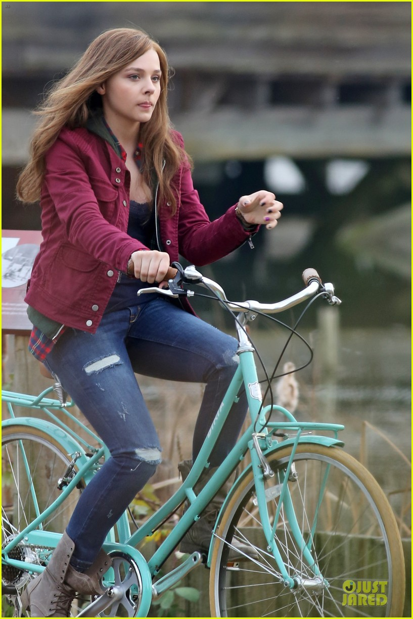 chloe moretz after thanksgiving bike rider for if i stay 043002757