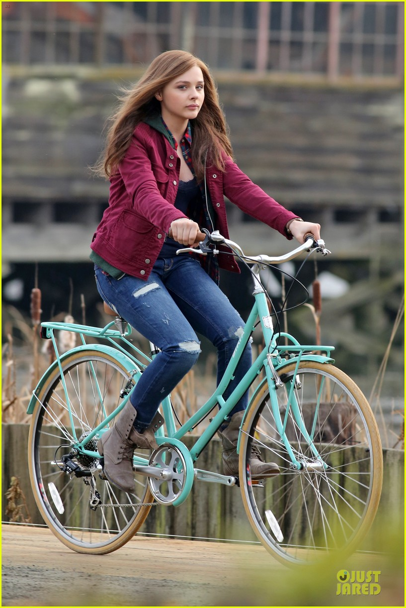 chloe moretz after thanksgiving bike rider for if i stay 063002759