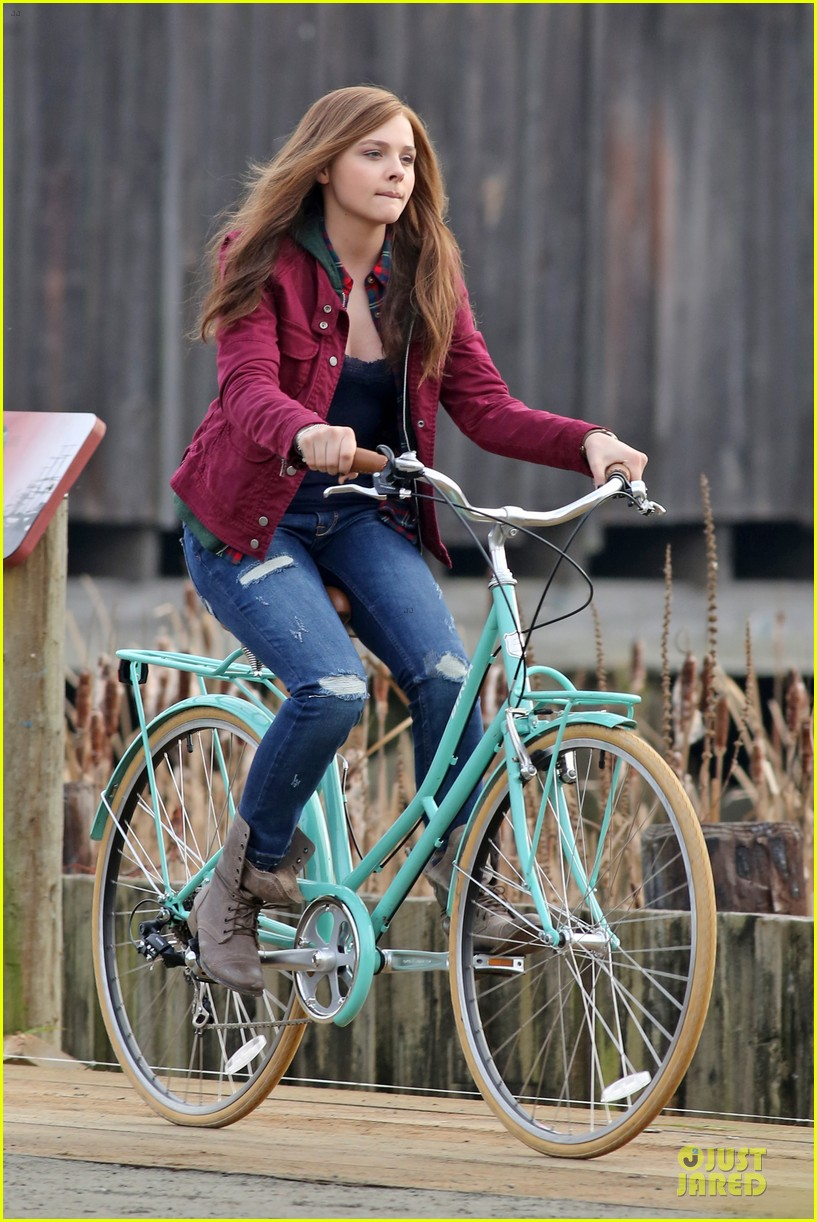 chloe moretz after thanksgiving bike rider for if i stay 073002760