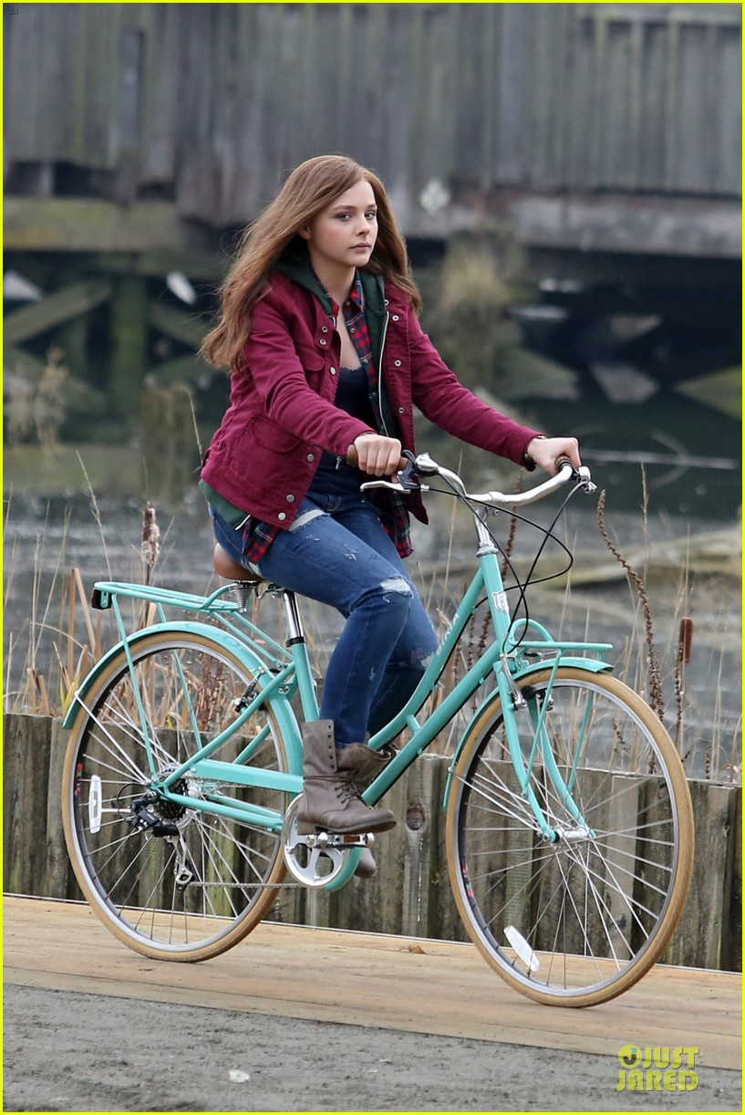 chloe moretz after thanksgiving bike rider for if i stay 083002761