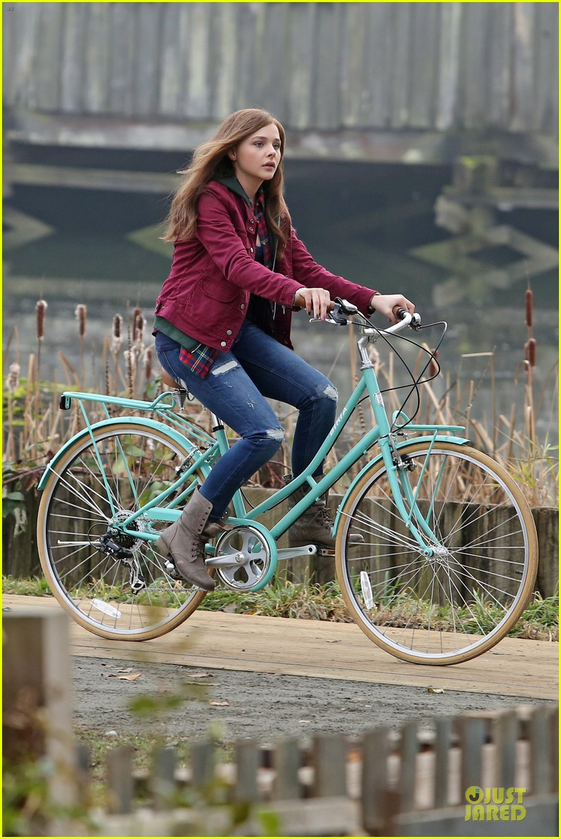 chloe moretz after thanksgiving bike rider for if i stay 123002765