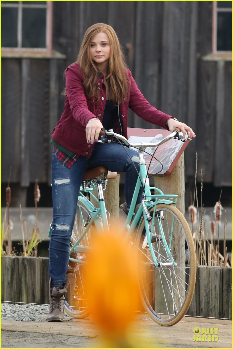 chloe moretz after thanksgiving bike rider for if i stay 15