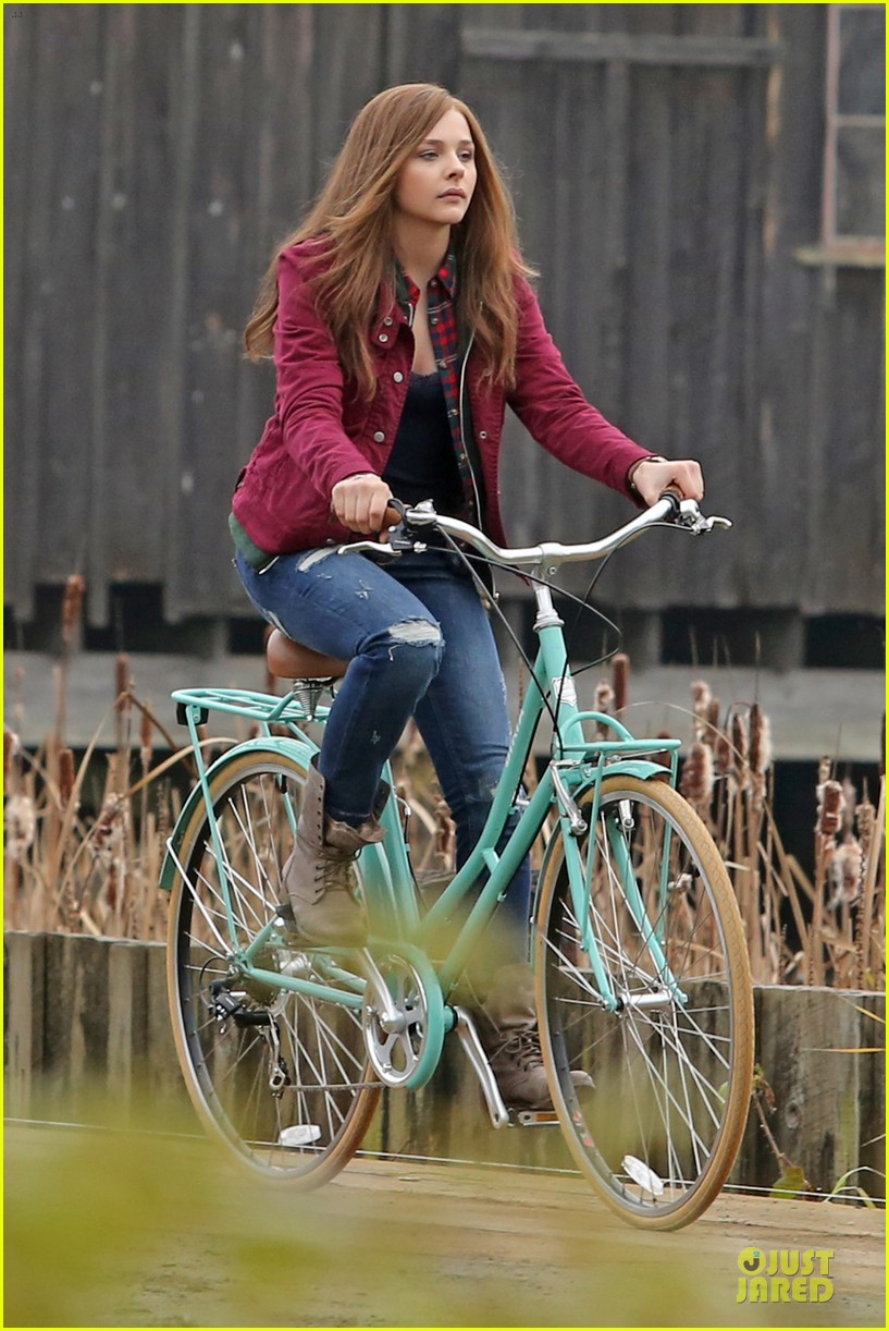 chloe moretz after thanksgiving bike rider for if i stay 163002769
