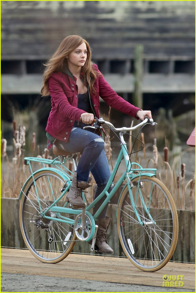 chloe moretz after thanksgiving bike rider for if i stay 173002770