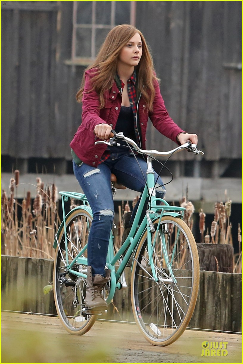 chloe moretz after thanksgiving bike rider for if i stay 193002772
