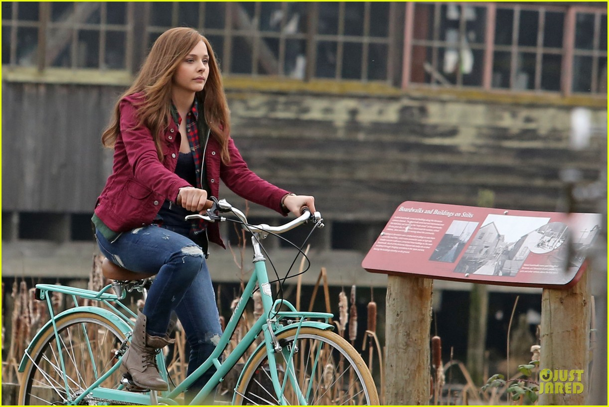 chloe moretz after thanksgiving bike rider for if i stay 213002774