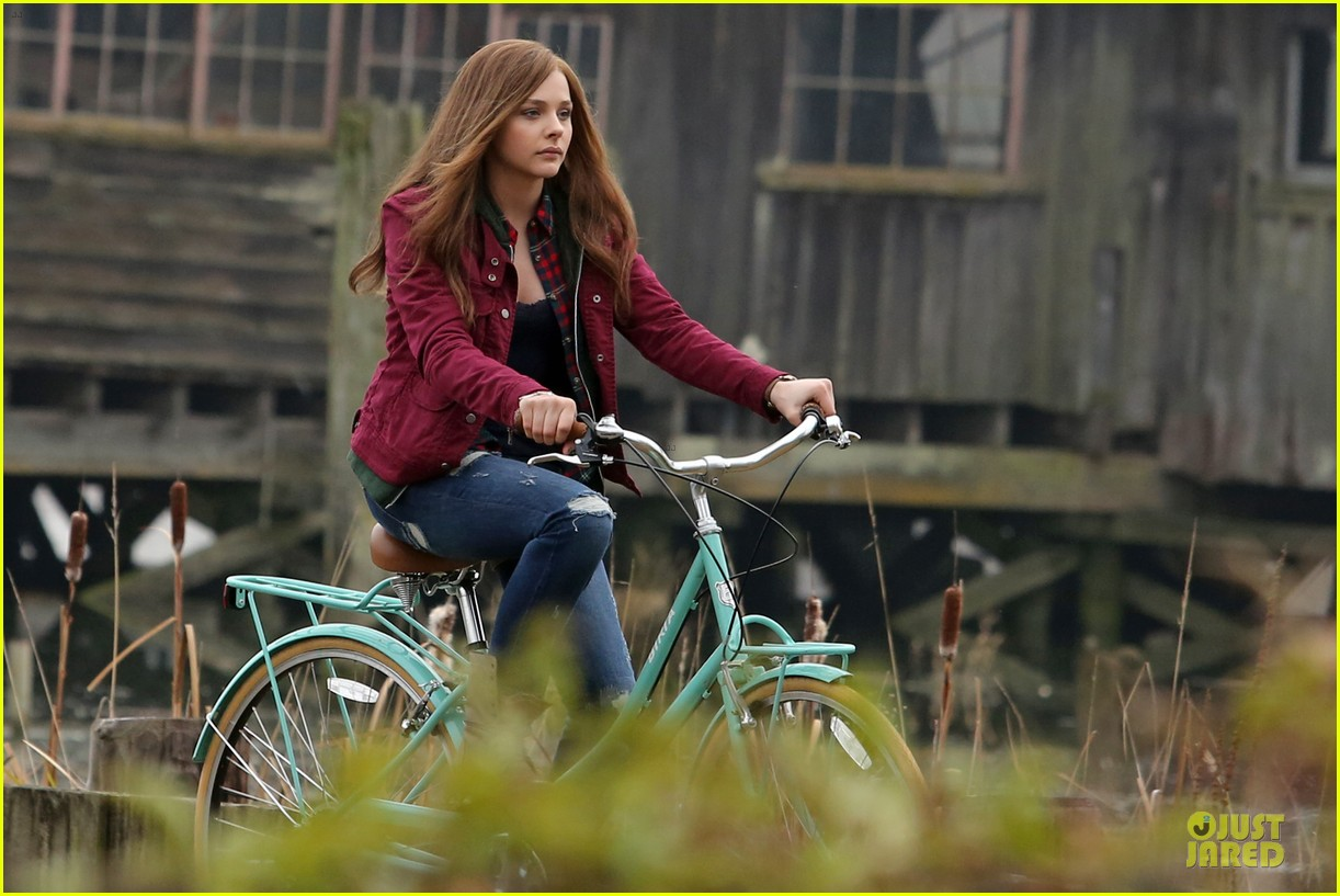chloe moretz after thanksgiving bike rider for if i stay 24