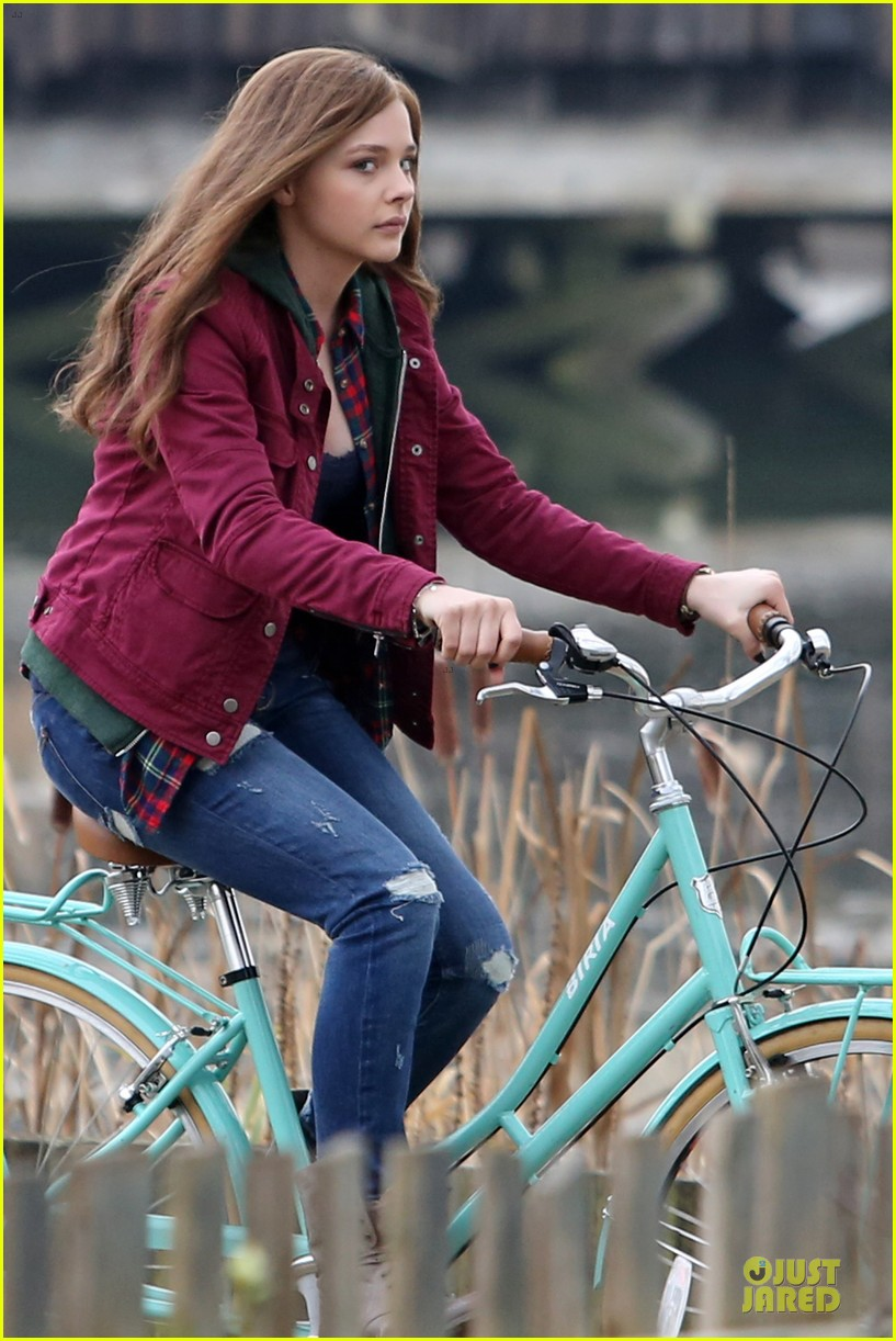 chloe moretz after thanksgiving bike rider for if i stay 263002779
