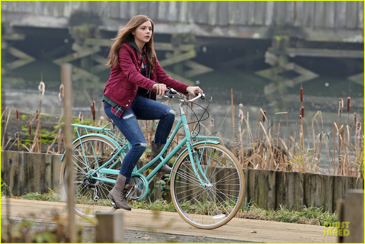 chloe moretz after thanksgiving bike rider for if i stay 273002780