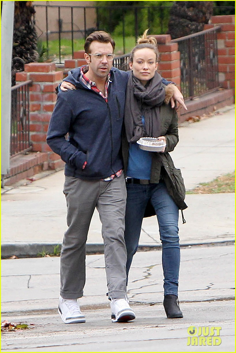 olivia wilde jason sudeikis arm in arm after lunch date 053007607