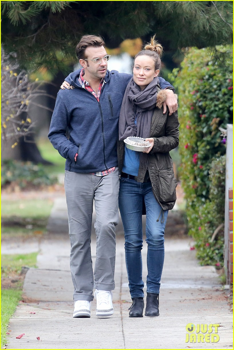 olivia wilde jason sudeikis arm in arm after lunch date 19