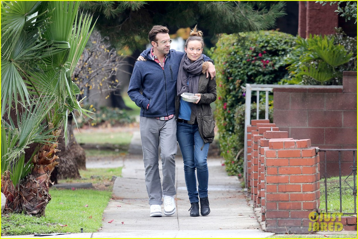 olivia wilde jason sudeikis arm in arm after lunch date 223007624