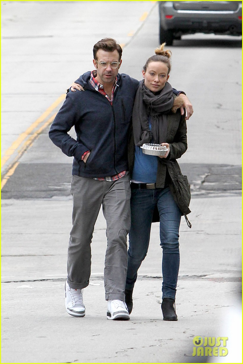 olivia wilde jason sudeikis arm in arm after lunch date 27