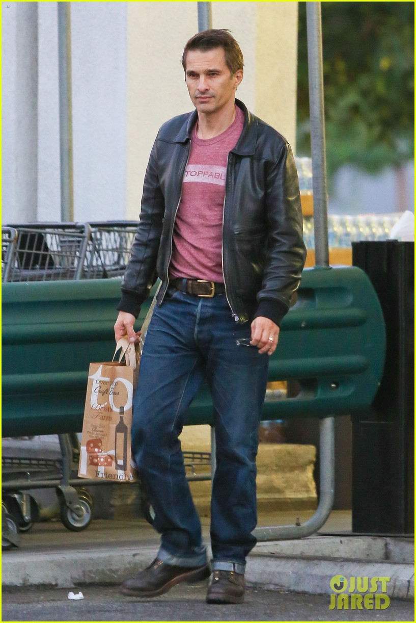 olivier martinez busy weekend running errands 03