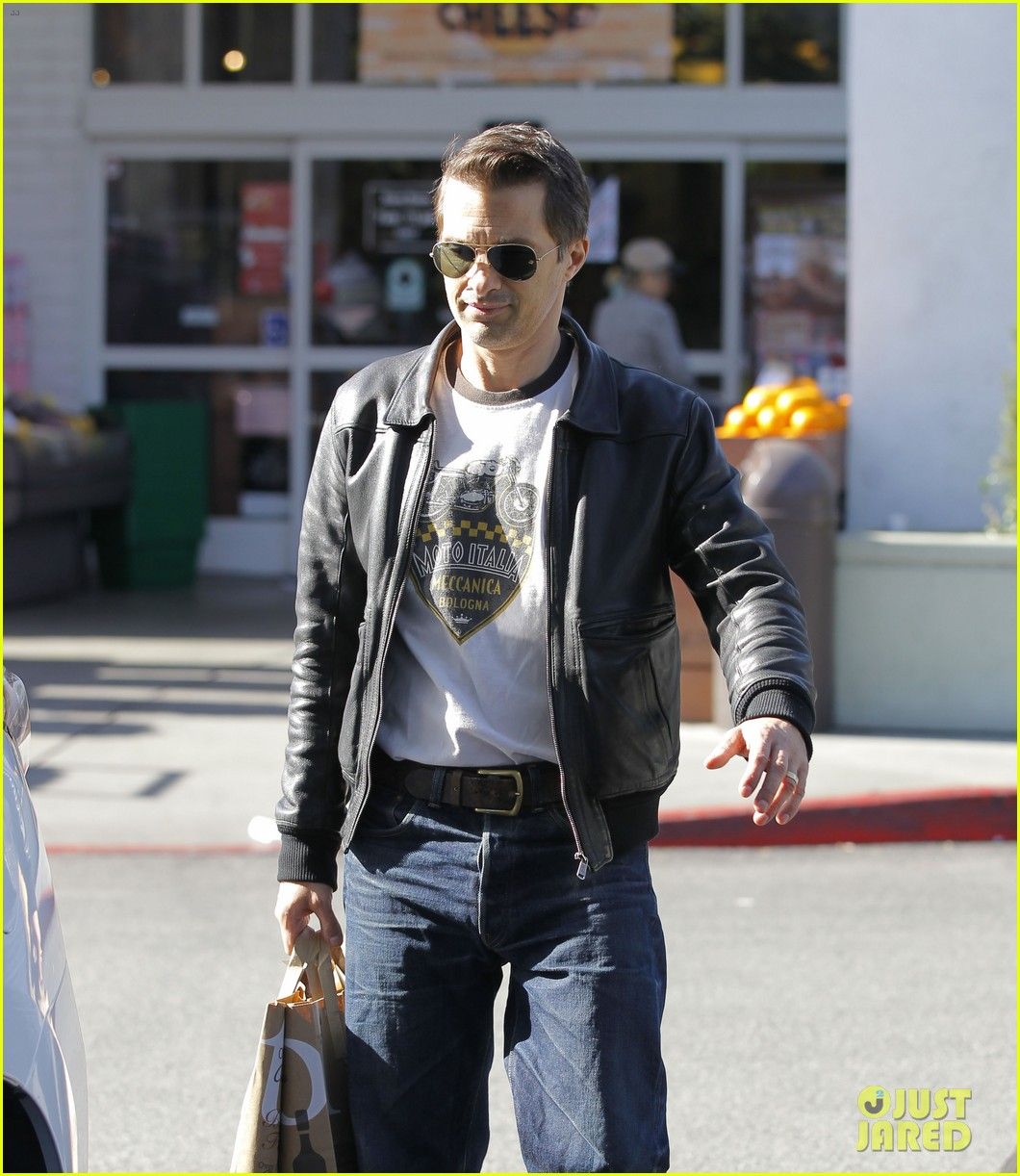olivier martinez busy weekend running errands 04