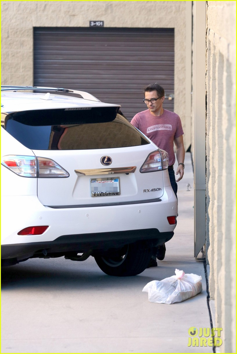 olivier martinez busy weekend running errands 163003180