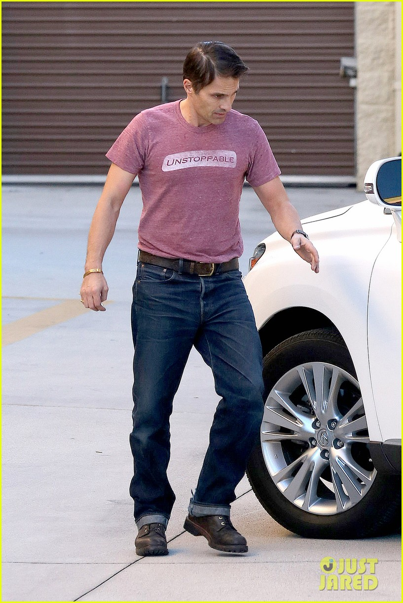 olivier martinez busy weekend running errands 17