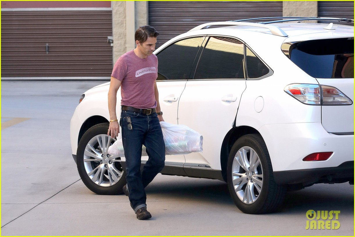 olivier martinez busy weekend running errands 193003183