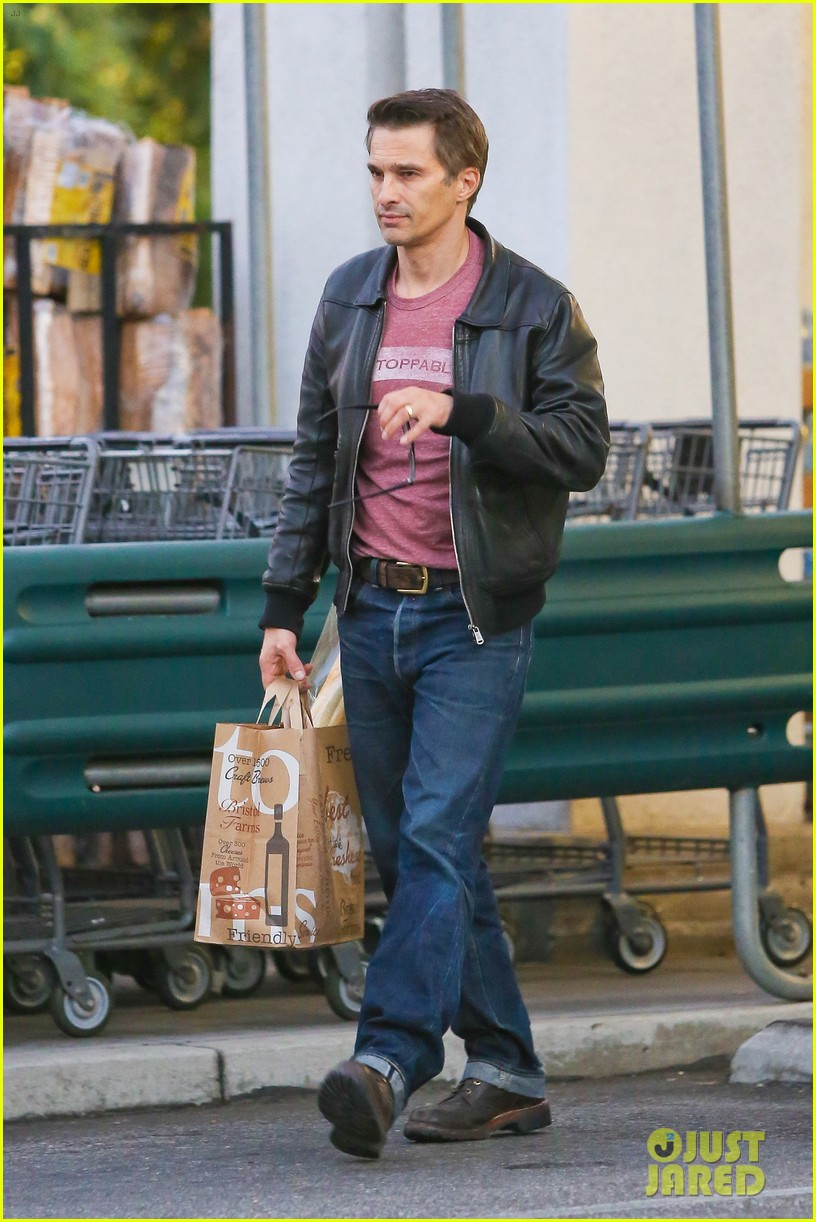 olivier martinez busy weekend running errands 323003196
