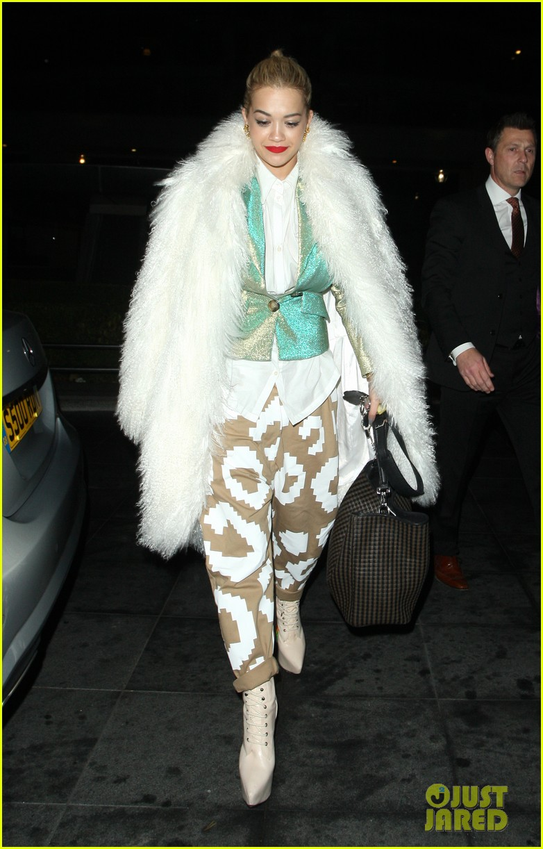 rita ora enjoys dinner out while home in london 033010692