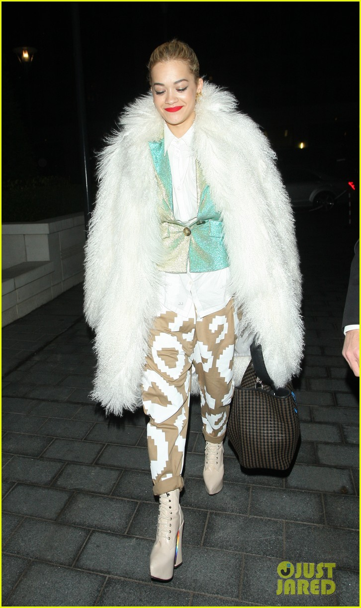 rita ora enjoys dinner out while home in london 093010698